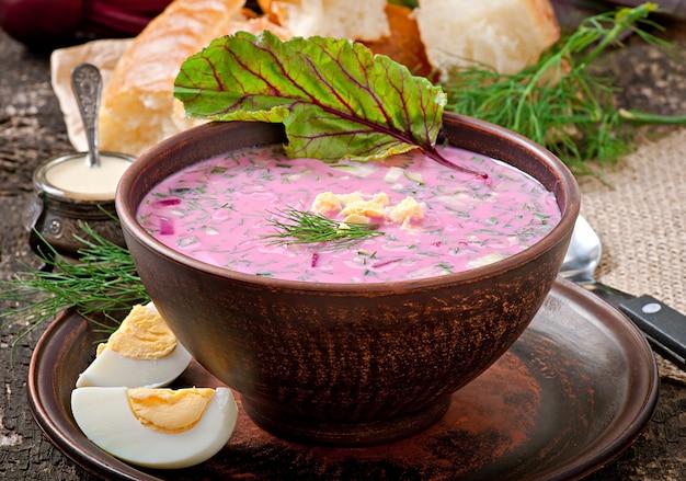 Zimna zupa z buraczkami i jogurtem