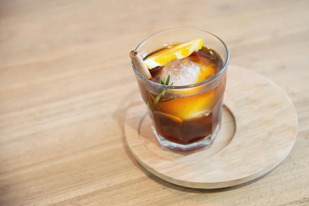 Zimny napój kawa zestaw relaks koncepcja tło