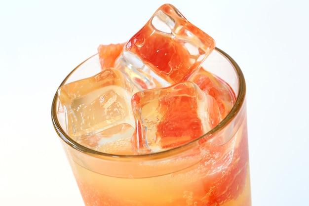 Zimny sok grejpfrutowy