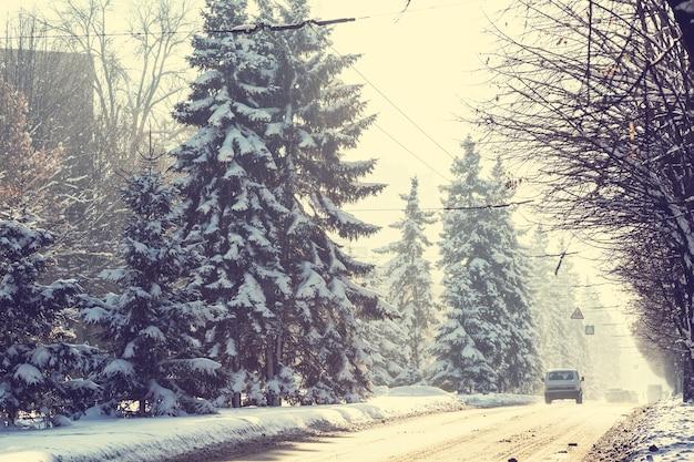 Zimowa droga w mieście