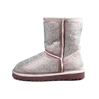 Zimowe buty na białym tle