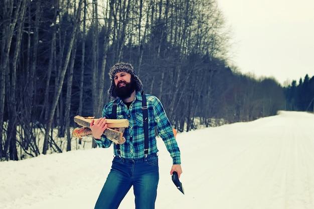 Zimowe drewno siekiery