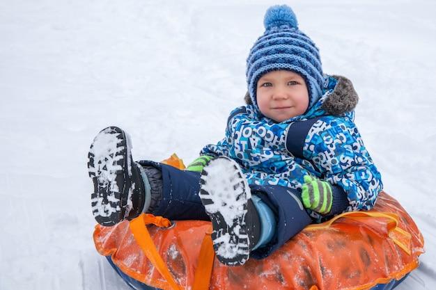 Zimowe szaleństwo, śnieg, zimą saneczkarstwo