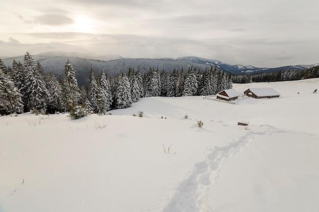 Zimowy krajobraz górski.