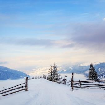 Zimowy krajobraz w górach