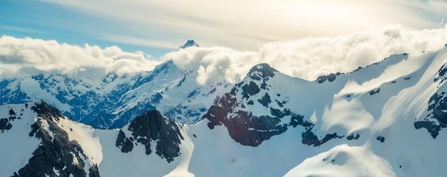 Zimowy pejzaż górski śnieg
