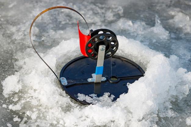 Zimowy sprzęt wędkarski na szczupaka zbliżenie