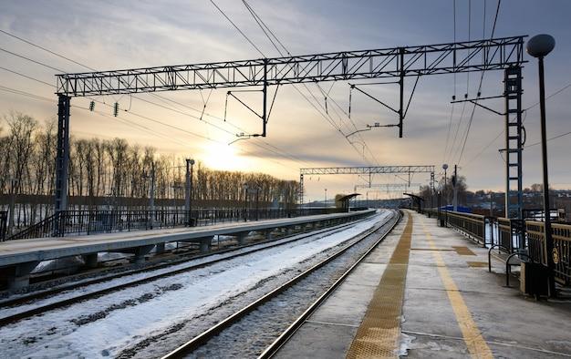 Zimowy Widok Na Dworzec Kolejowy Premium Zdjęcia