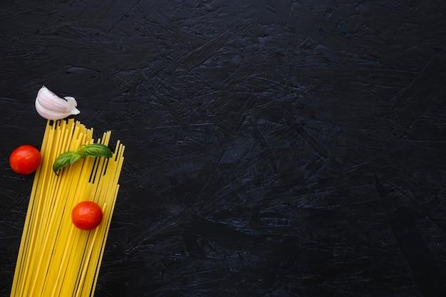 Zioło i warzywa na makaron
