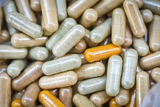 Ziołowe leki / naturalne kapsułki ziołowe