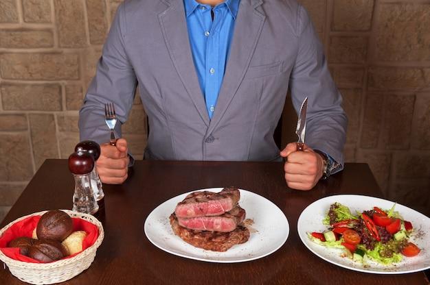 Zjedz stek wołowy