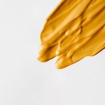 Złocista skład farba odizolowywająca na białym tle