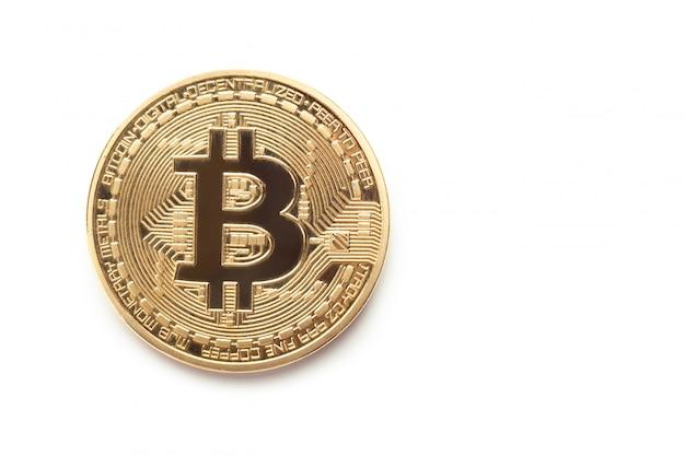 Złota bitcoin moneta odizolowywająca