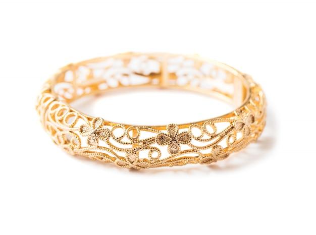 Złota bransoletka odizolowywająca na bielu