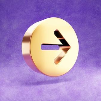 Złota ikona strzałki w prawo samodzielnie na fioletowym aksamicie