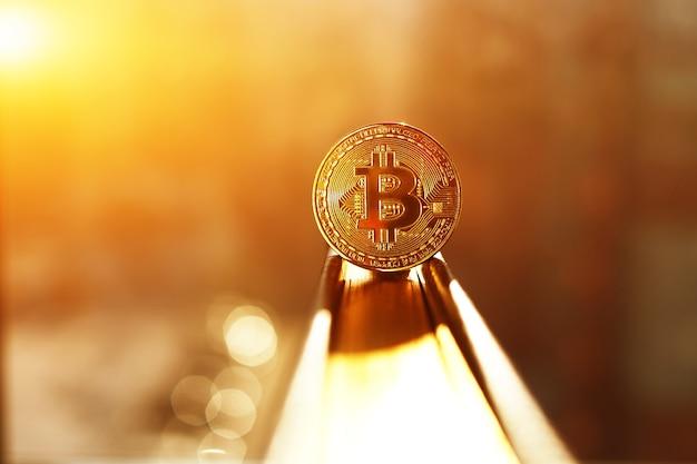 Złota moneta bitcoin. koncepcja kryptowaluty.