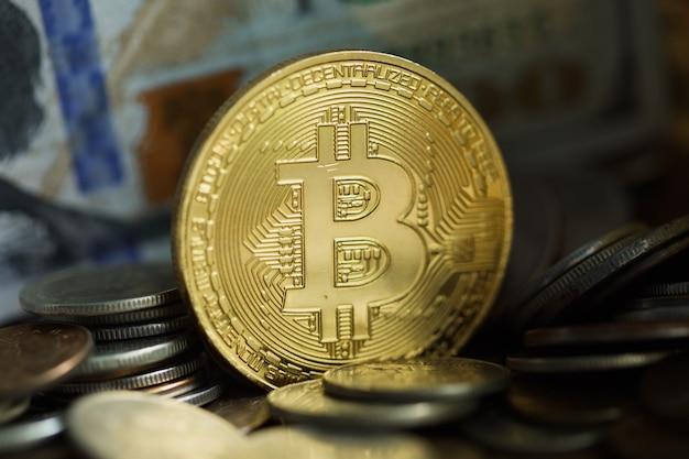 Złota moneta bitcoin. nowe wirtualne pieniądze