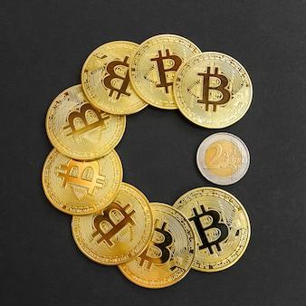 Złota moneta kryptowaluty bitcoin vs euro. pac-man z monet bitcoinowych zużywa euro. handel na giełdzie kryptowalut. trendy kursów wymiany bitcoinów.