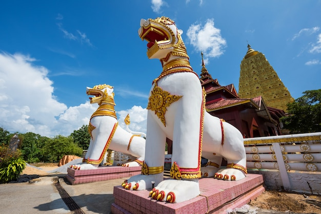 Złota pagoda buddhakhaya w sangkhlaburi