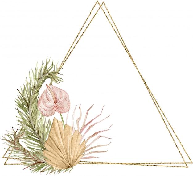 Złota rama ozdobiona akwarelowymi tropikalnymi liśćmi i kwiatem anturium. szablon trójkąta.