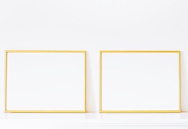 Złota ramka na białych meblach luksusowy wystrój domu i projekt do druku plakatu makiety i prezentacja sklepu internetowego do druku