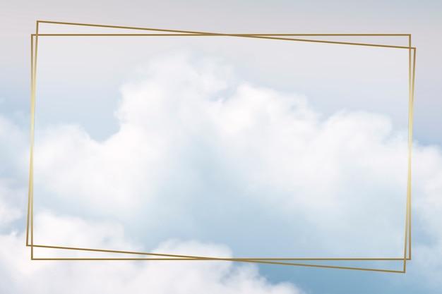 Złota ramka na błękitnym niebie z chmurą