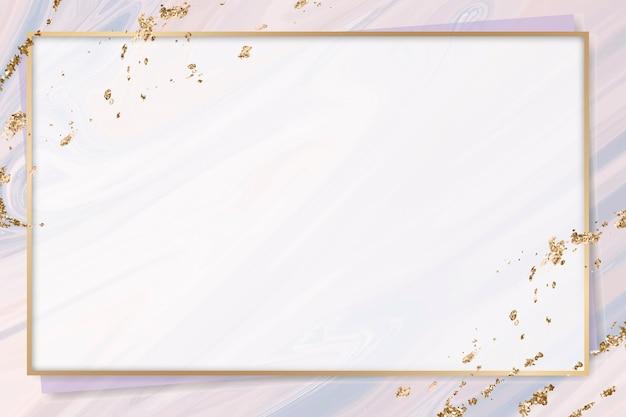 Złota ramka na pastelowej fioletowej marmurowej farbie