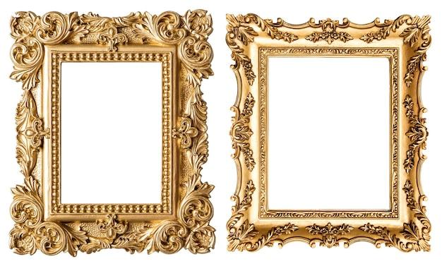Złota ramka na zdjęcia w stylu barokowym. obiekt sztuki vintage na białym tle