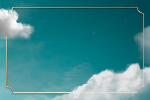 Złota ramka na zielonym niebie z chmurą