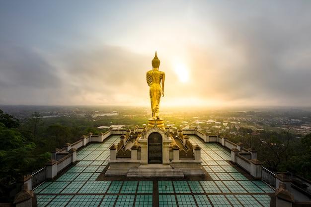 Złota świątynia posągu buddy