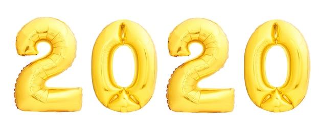 Złote balony świąteczne 2020 wykonane ze złotych nadmuchiwanych balonów na białym tle. szczęśliwego nowego roku 2020