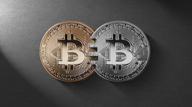 Złote i srebrne monety bitcoin na czarnym tle. pojęcie technologii blockchain i transferów pieniężnych. koncepcja analogowa karty mastercard. koncepcja handlu kryptowalutami i blockchain. może być używany do