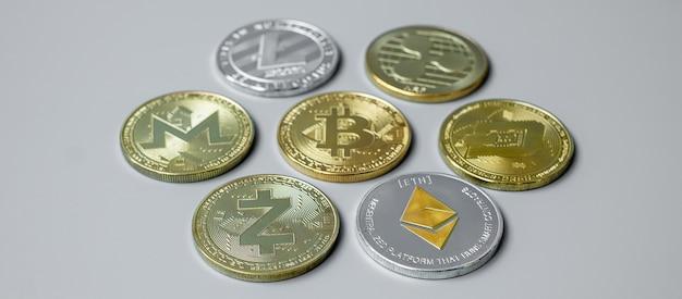 Złote i srebrne monety kryptowaluty