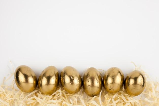 Złote jaja na słomie
