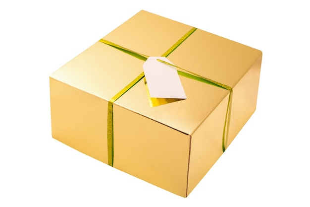 Złote kwadratowe pudełko z bibbonem i pustą białą kartą na białym tle złote pudełko na prezent