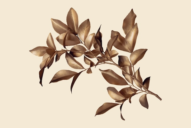 Złote liście na szarym pastelowym tle