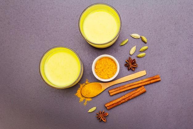 Złote mleko kurkumowe