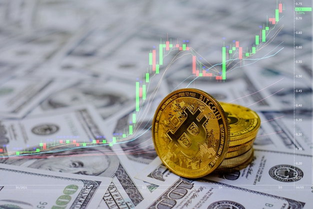Złote monety bitcoin kryptowaluta na grupie pieniędzy 100 usd na tle wykresu handlowego