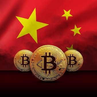Złote monety bitcoin na tle chińskiej flagi. koncepcja kryptowalut