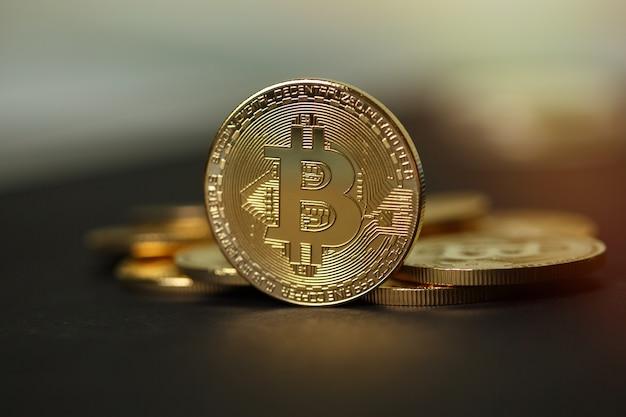Złote monety bitcoinów kryptowalutowych