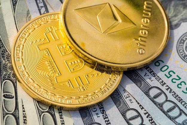 Złote monety kryptowalutowe