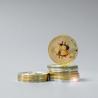 Złote monety kryptowaluty bitcoin