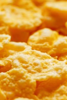 Złote płatki kukurydziane, zbliżenie, zdrowe śniadanie
