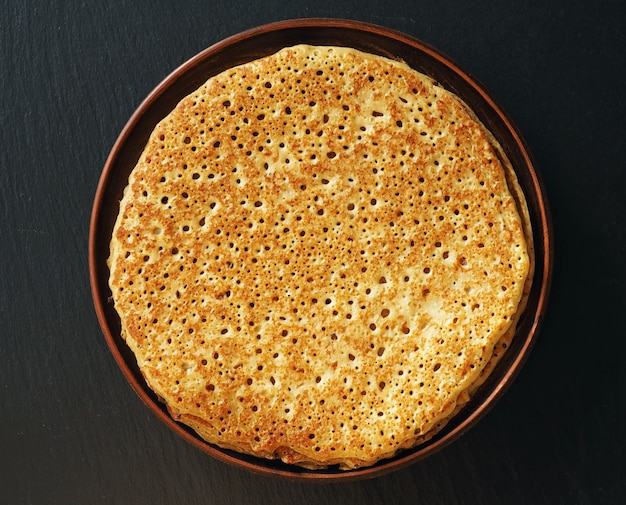 Złote puszyste naleśniki - tradycyjne potrawy na ostatki