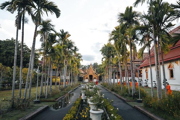 Złote tajskie świątynie i pagody, wat phra singh chiangmai