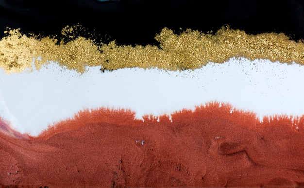 Złoto, brąz i czarne marmurkowe tło. płynny marmur złoty.