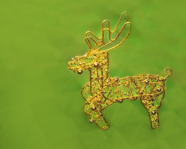 Złoty ażurowy jeleń na zielonym tle, dekoracja świąteczna, dekoracja świąteczna, bombka