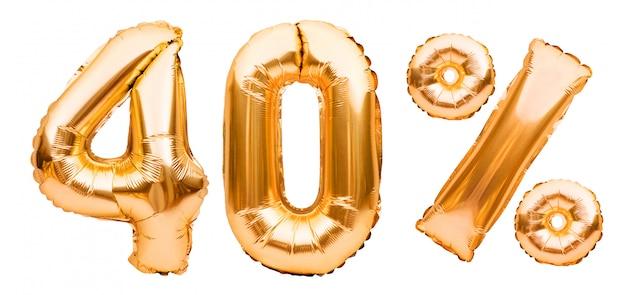 Złoty czterdzieści procent znak wykonany z nadmuchiwanych balonów na białym tle. balony helowe, numery złotej folii. sprzedaż dekoracji, 40 procent zniżki