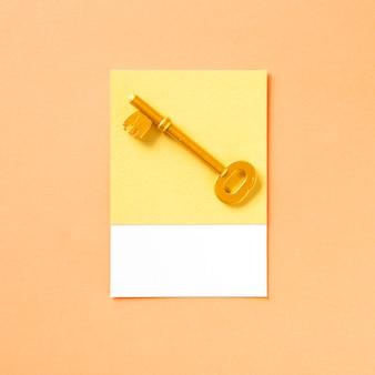 Złoty klucz obiektu jako ikona dostępu