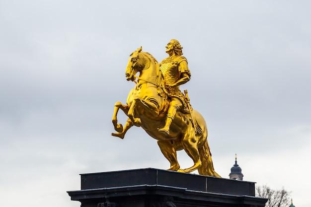 """Złoty koń """"goldener reiter"""", pomnik augusta mocnego."""